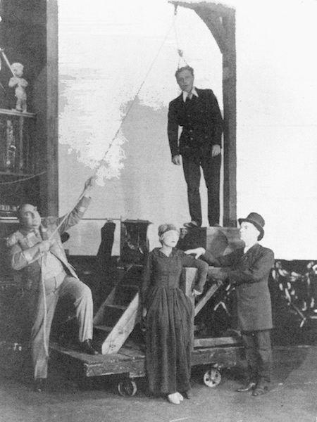 2-Figure-Brecht-smstry.jpg